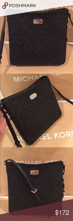 🌸🌟Michael Kor Jet Set Messenger black 🌟🌸 100% Authentic Michael Kors Jet Set travel Messenger Black and Silver tone hardware 🌸🌟 Michael Kors Bags Crossbody Bags
