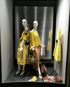 Dries Van Noten c'è! #perdonnevincenti #driesvannoten #yellowinspiration #summer2017 #topbrand #musthave #style #fashionshop #storeinalba #donnevincentialba #fashioninlanga (presso Donne Vincenti)