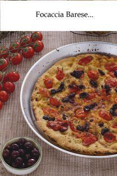 INGREDIENTI PER L'IMPASTO ( 2 focacce da 32cm): -Semola rimacinata di grano duro 200 gr  -Sale 10 g  -Patate 1 da 100 gr - Lievito madre 200 g  -Olio di oliva extravergine 50 ml più q.b. per oliare l'impasto e la teglia - Acqua 300-350 ml - Farina di grano tenero di tipo 0 300 gr  PER CONDIRE: -Pomodori ciliegino 400 gr - Olive nere di Gaeta 20  -Origano q.b.  -Olio di oliva extravergine q.b -. Sale q.b