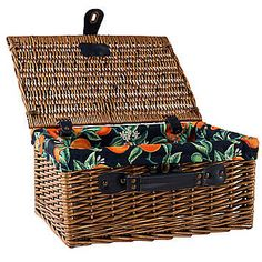 70 New Ideas For Basket Picnic Afternoon Tea Picnic Set, Picnic Time, Wicker Picnic Basket, Wicker Baskets, Laundry Hamper, Baskets On Wall, Basket Weaving, Afternoon Tea, Colorful Interiors