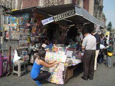 Casetas de revistas adornan las calles del D.F