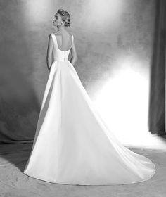 STYLE IANIRA 2016 ATELIER PRONOVIAS Wedding dress, A-line satin. Bodice with bateau neckline, sleeveless with dropped round back.