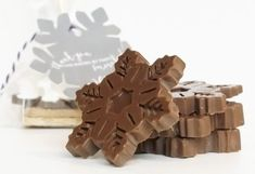 Make these cute & easy chocolate snowflakes. Perfect for any winter themed party, wedding, or in a s'more party favor bag.