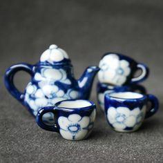 Cup of tea anyone Miniature vintage tea by MademoiselleChipotte Tea Cup Saucer, Tea Cups, Tea Sets Vintage, Vintage Teacups, Childrens Tea Sets, Tea Pot Set, Miniature Kitchen, My Cup Of Tea, Miniature Fairy Gardens