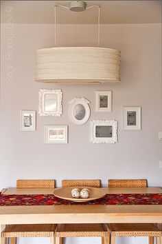 How to arrange picture frames on the wall