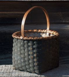 Black Ash Basket by Jonathan Kline Apple Baskets, Old Baskets, Vintage Baskets, Wicker Baskets, Painted Baskets, Toxic Mold, Home Decor Baskets, Bamboo Art, Basket Crafts