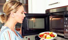 Väčšina ľudí používa mikrovlnnú rúru na ohrievanie alebo pri príprave jedál, a vôbec netušia ako toto zariadenie môže uľahčiť kuchynské práce.