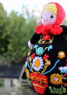 Little Bird School of Stitchcraft: Matryoshka :: Crochet Teacosy