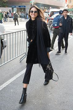 Bruna Lirio look all black