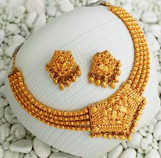 Khazana Jewellery offers exquisite collection of Gold Jewellery Designs for women. We are one of the Top jewellers in India having beautiful Indian bridal necklace & bridal jewelry sets with latest designs from our stores. Gold Ring Designs, Gold Bangles Design, Gold Earrings Designs, Gold Jewellery Design, Gold Jewelry Simple, Silver Jewelry, Clay Jewelry, Silver Ring, Silver Earrings