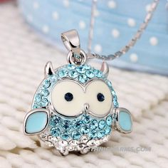 Cute little owl necklace. maybe in purple Owl Jewelry, Ethnic Jewelry, Jewlery, Owl Always Love You, Beautiful Owl, Crystal Fashion, Owl Crafts, Wise Owl, Owl Pendant