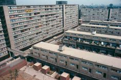 Heygate Estate, London, in 1975 Council Estate, Council House, London Architecture, Modern Architecture, Modern Buildings, Beautiful Buildings, Elephant And Castle, Old London, South London