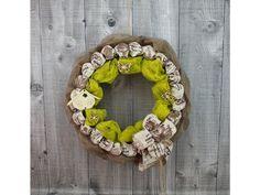 Závěsný dekorační věnec na slámovém podkladu.  Ø věnce 30cm  Pouze jeden originální kus. Burlap Wreath, Origami, Wreaths, Home Decor, Decoration Home, Door Wreaths, Origami Paper, Deco Mesh Wreaths, Interior Design