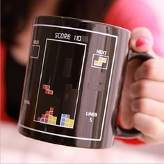 """É isso mesmo! A Caneca Magic Tetris altera sua imagem ao receber líquidos quentes. Um efeito """"mágico"""". Essa vai surpreender!  Disponível em: www.ivyshop.com.br  #canecas #tetris #geek #criativos #xícaras #presentes #gamers #game #jogos #vintage #casa #cozinha #enxoval #decoração"""