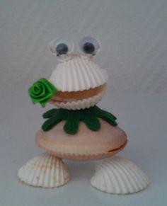 Blog de luxmos :Petits personnages en coquillages, nous voici Les LUXMOS !, Petite grenouille