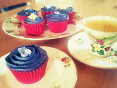 Violet and parma violet cupcakes (Recipe at link)