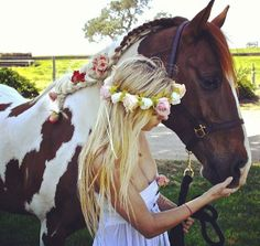 LOVE the flowers in the horses mane too!!