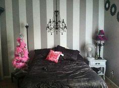Diy bedroom- vertical stripes?