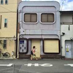 Japanese Buildings, Japanese Streets, Small Buildings, Japanese House, Urban Architecture, Japanese Architecture, Trash Day, Cultural Capital, City Aesthetic