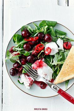 Sałatka z czereśniami, ricottą i #chili. Czas czereśni się zaczął, więc do dzieła. #salad