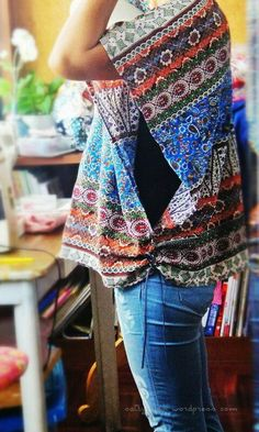 A simple and cool poncho made from fabrics, Fashionable DIY Clothes Ideas, http://hative.com/fashionable-diy-clothes-ideas/,