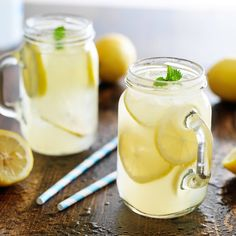 Homemade Honey Lemonade with Fresh Mint. Debbie makes homemade lemonade with simple syrup and lemons. so yummy! Juice Smoothie, Smoothie Drinks, Detox Drinks, Healthy Drinks, Healthy Eating, Healthy Recipes, Stevia Recipes, Honey Recipes, Delicious Recipes