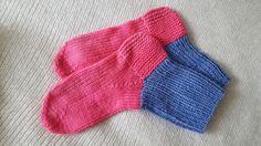 Hand knitted socks using Norwegian knitting technique (5 knit needles) http://handysocks.weebly.com/