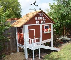 Do you want to build a duck house or coop for your new ducks? Here are 37 of the best free DIY duck house plans we've collected from all over the net. Portable Chicken Coop, Backyard Chicken Coops, Diy Chicken Coop, Chicken Coop Plans Free, Chicken Coup, Clean Chicken, Chicken Ideas, Chicken Coop Designs, Backyard Ducks