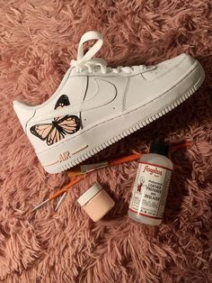 trendy sneakers best sneakers 2019 womens jeans and sneakers outfit sneakers sneakers for teen best sneakers 2020 best sneakers sneaker ideas Source by weintoitmag idea for teens Dr Shoes, Hype Shoes, Me Too Shoes, Cool Nike Shoes, Nike Custom Shoes, Vans Custom, Custom Design Shoes, Pink Shoes, Black Shoes
