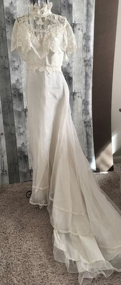 Vintage 1960s Lace Wedding Bridal Gown Dress Sleeveless Ruffle Embroidered Large #Unbranded #Bridal