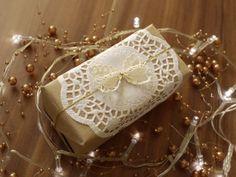 vintage style christmas gift wrap idea