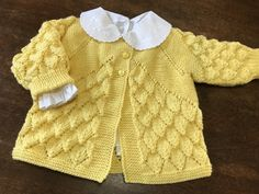 Mimos da Vovó Baby Sweater Patterns, Baby Cardigan Knitting Pattern, Baby Hats Knitting, Baby Knitting Patterns, Crochet For Kids, Crochet Baby, Baby Pullover Muster, Knitting For Charity, Booties Crochet