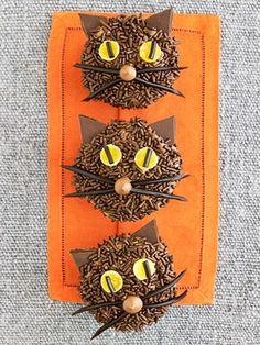 Black cat cupcakes.