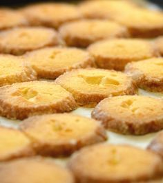Butter cookies Μπισκότα Βουτύρου | Γιάννης Λουκάκος Greek Sweets, Greek Desserts, Greek Recipes, Sweets Recipes, Cookie Recipes, Cookie Sandwich, Biscuits, Pie Cake, Biscuit Cookies