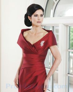V Neck Dark Red Dress. But what really makes an impression on me is not the dress: it's just how classy this lady looks
