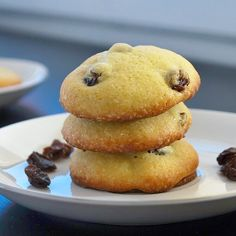 Shirini Keshmeshi (Persian Raisin Cookies)