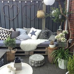 The best styling ideas for laying your sheepskin in the garden or on the balcony - Innen Garten - Eng Decor, Outdoor Patio Furniture, Outdoor Decor, Balcony Decor, Outdoor Patio Furniture Sets Backyards, Garden Makeover, Outdoor Rooms, Dream Decor, Home Decor