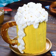 Beer Cake-Bier-Kuchen Bottom up! Ingredients & recipe under the link. Easy Homemade Desserts, Homemade Vanilla Cake, Easy Vanilla Cake Recipe, Homemade Cake Recipes, Fancy Desserts, Chocolate Cake Recipe Videos, Chocolate Chip Cake, Chocolate Chip Recipes, Dessert Simple