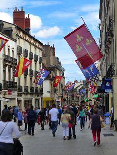 Dijon - France : Rue de la Liberté French Stuff, Travel Goals, France Travel, Free Pictures, Places To Go, Burgundy, Street View, Spaces, Sweet