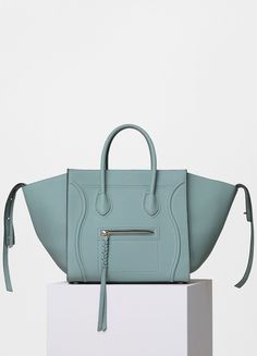 Medium Luggage Phantom Handbag in Baby Grained Calfskin - セリーヌについて