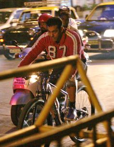 Salman Khan pedals home after shooting for 'Jai Ho'. #Bollywood #Fashion #Style