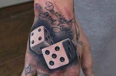 Los tatuajes de dados son la forma perfecta de plasmar en nuestra piel que en la vida, en muchas ocasiones hace falta buena suerte y fortuna.