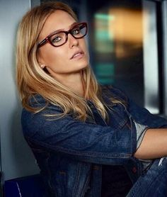 Glasses Frames Trendy, Cute Glasses, New Glasses, Girls With Glasses, Fashion Eye Glasses, Wearing Glasses, Pretty Face, Fashion Beauty, Celebrity Style