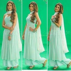 Zoya Siddiqui Long Dress Design, Stylish Dress Designs, Stylish Dresses, Nice Dresses, Casual Dresses, Indian Gowns Dresses, Indian Fashion Dresses, Indian Outfits, Pakistani Dresses
