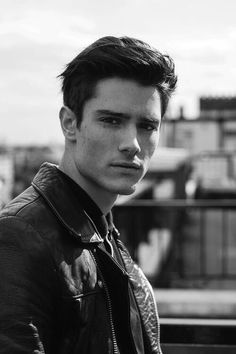 If you're into vintage cool hairstyles like pompadours and super slicked looks, you'll love our 25 favorite rockabilly and greaser hair styles for men. Beautiful Boys, Pretty Boys, Hipster Bart, Greaser Hair, Greaser Guys, Greaser Style, Mens Hairstyles 2018, Short Hairstyles For Men, Guy Hairstyles