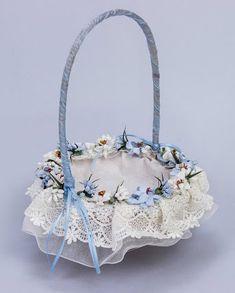 Resultado de imagen para cestas de mimbre decoradas para bodas