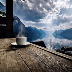 Now that's a great spot for a coffee break. I Love Coffee, Coffee Break, My Coffee, Morning Coffee, Sweet Coffee, Brown Coffee, Sunday Morning, Coffee Cafe, Coffee Shop