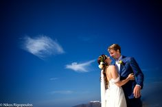 Santorini, Greece wedding photo shoot inspiration by Nikos Rigopoulos. Discover Nikos' photography on KYMA - find and instantly book your perfect Greece photographer on gokyma.com