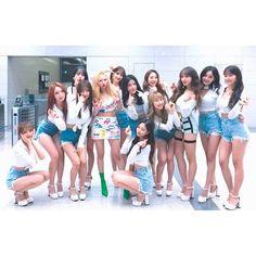 171231 #우주소녀 와 #현아 선배님이함께한 #스페셜무대 #버블팝❣️ 어떠셨나요?😚😚 2017년 마지막 날! 마무리도 우주소녀와 함께하세요!🤗 #우주스타그램 #WJSN Kpop Girl Groups, Korean Girl Groups, Kpop Girls, Yuehua Entertainment, Starship Entertainment, Xuan Yi, Fandom, Cheng Xiao, Female Supremacy