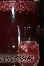 Λικέρ ρόδι 2 Greek Desserts, Greek Recipes, Shot Glass, Wine Glass, Alcoholic Drinks, Food And Drink, Tableware, Sweet, Kitchens